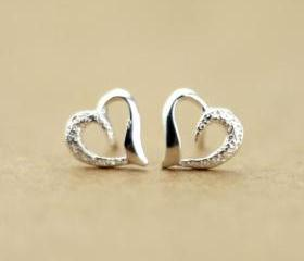 [grd03079]Semi-frosted heart-shaped 925 sterling silver earrings